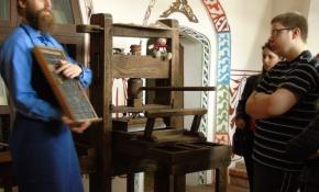 Wycieczka uczniów klas pierwszych Technikum Cyfrowych Procesów Graficznych do Muzeum Drukarstwa i Piśmiennictwa w Grębocinie